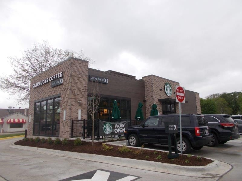 This Starbucks, located in Palatine, Illinois, utilized Fullerton Building Systems quick and efficient exterior building services.