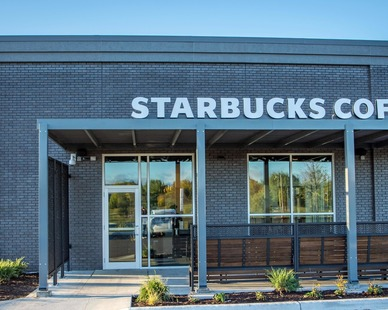 This Starbucks, located in Shakopee, Minnesota, utilized Fullerton Building Systems quick and efficient exterior building services.