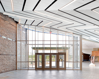 The center expansion fosters integrated learning and interdisciplinary collaboration between students and faculty in music, theater and dance in a dynamic environment.