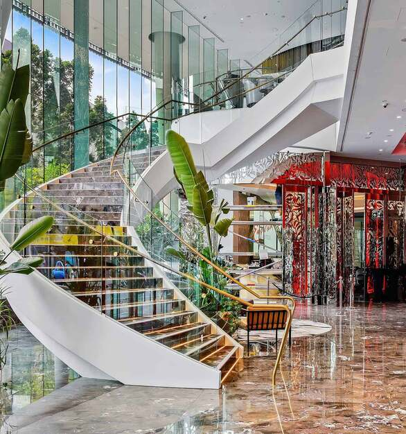 This monumental staircase took on a life of its own with the help of Glasshape® who were contracted to site measure the areas requiring bent tempered glass in the foyer area and then produce all the flat and bent glass required for this one of a kind creation.
