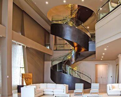 Glasshape Hi Point Interior Common Lounge Area Modern Curved Tempered Glass Stairway Design