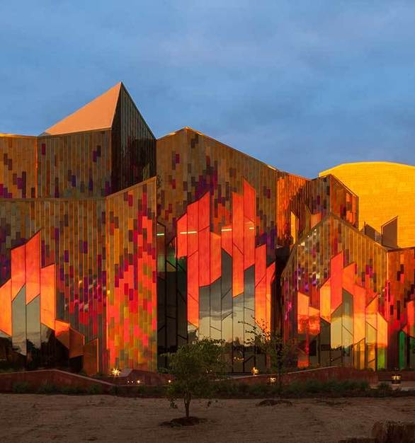 Goldray Glass developed the dichroic laminated glass for the Museum facade to achieve architect Jonathan Kharfen's vision of a prairie on fire.