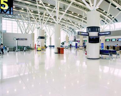 An airport atrium utilizing HanStone Quartz by Hyundai L&C USA.