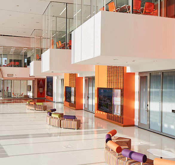 The spacious lobby at Clemson Watt Family Innovation Center creates a versatile space to meet and collaborate with coworkers and guests.