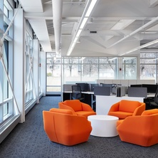 hcm-architects-cummins-engineering-remodel-hagen-christensen-mcilwain-architects-breakout-space-seating