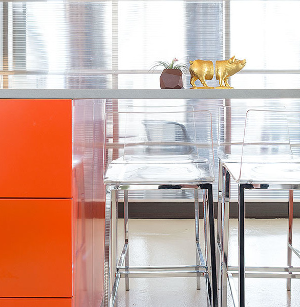 No longer relegated to gyms and high schools, lockers are the new mainstay in open and shared workspaces. Heartwork designed modern cubbies to provide secure and stylish personal storage to hot-deskers and handymen alike.