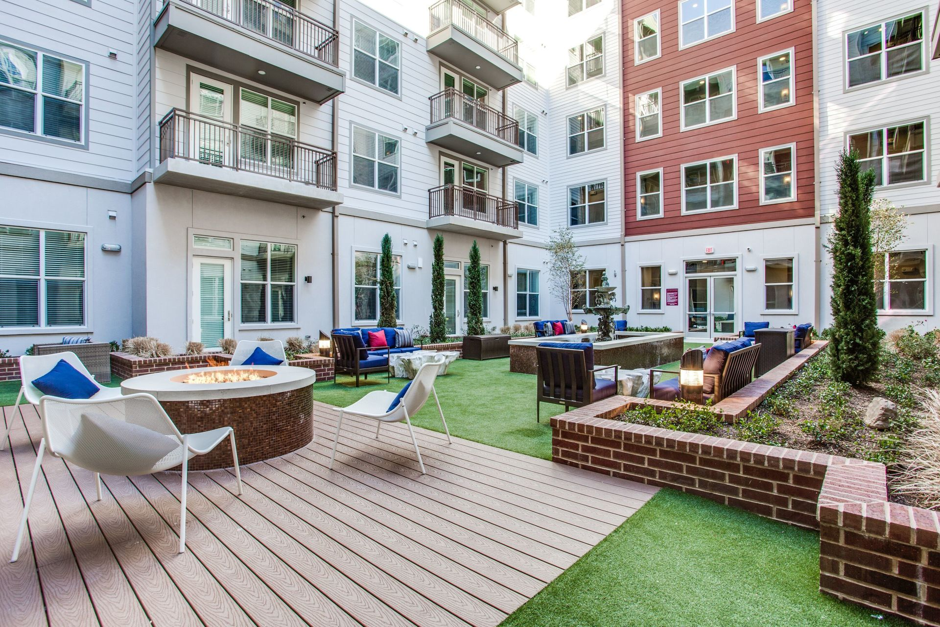 Intimately landscaped resident courtyard, fire pit, outdoor kitchen, various lounge areas and fountain feature at this luxury apartment building located in Dallas, TX, by Hensely Lamkin Rachel.