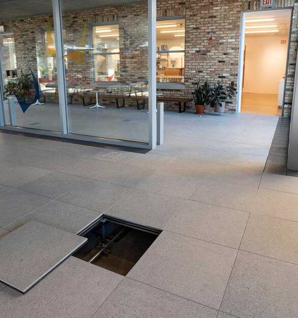STONEWORKS Classic Concrete raised access floors used in Herman Miller's Chicago showroom