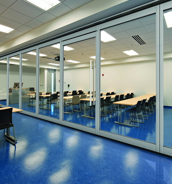 With the new Lever Closure Panel, GF Series Acoustical GlassWall is able to increase the maximum opening width to 45 feet. Think of all the possibilities that come with so much flexibility.