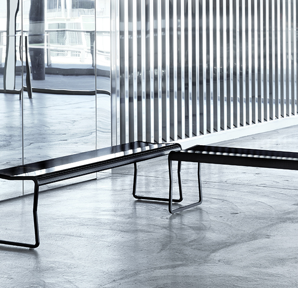 ERY is a light weight bench for waiting areas, museums and galleries, for indoor and
