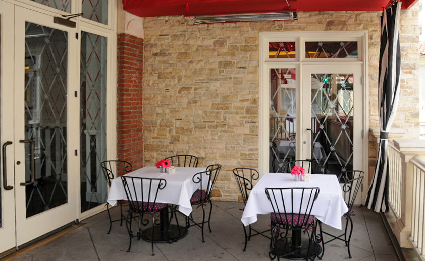 Our outdoor heating systems provide a comfortable experience for visitors and guests at stores, restaurants, and everything in between. Our classic W-Series fixtures are ideal for most basic installations.
