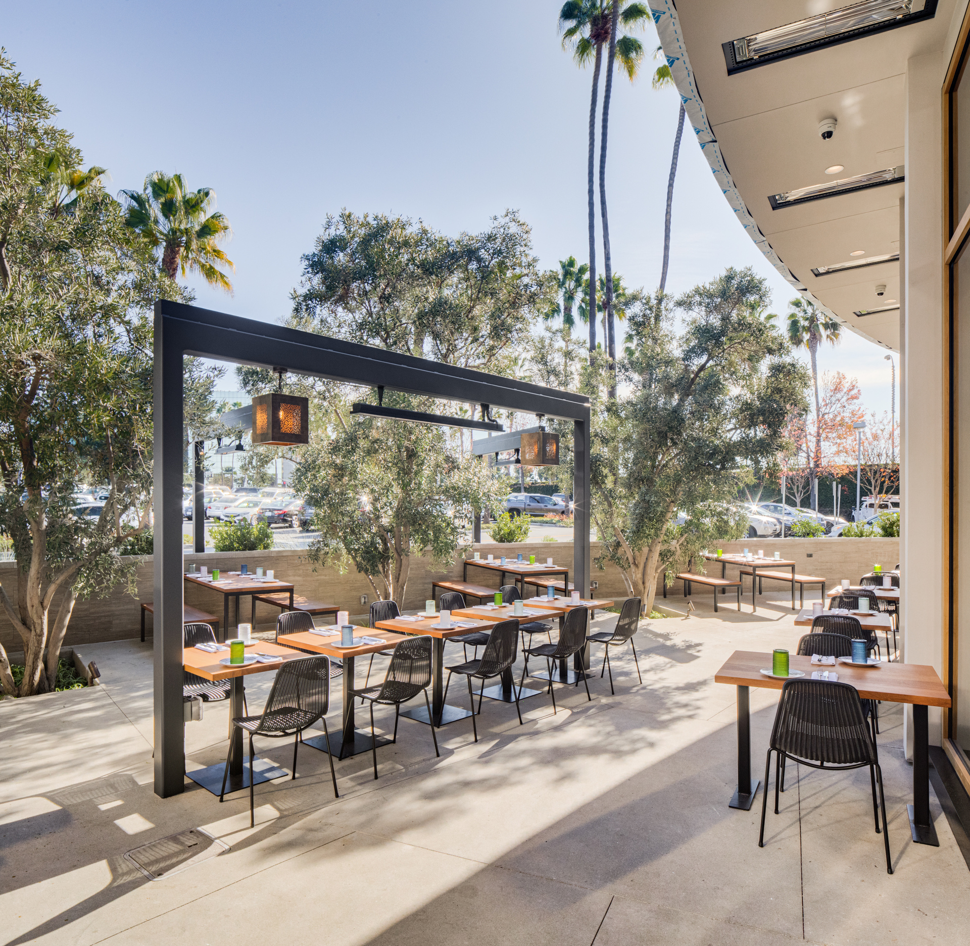 Comfortable outdoor dining spaces are achievable with the right equipment. Our premium infrared outdoor heaters are the perfect choice for design and functionality.
