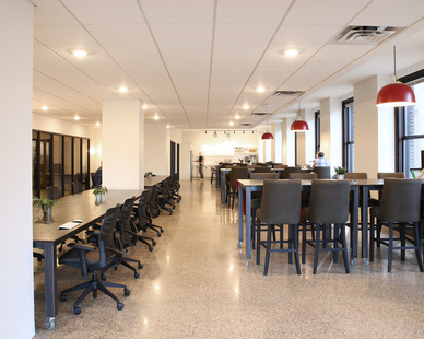A vast open space for productivity and collaboration at COCO in Minneapolis, Minnesota, furnished by iSpace Environments.