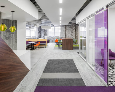 The bright and vibrant common area at Fish & Richardson gives guests and employees a healthy place to gather and meet.