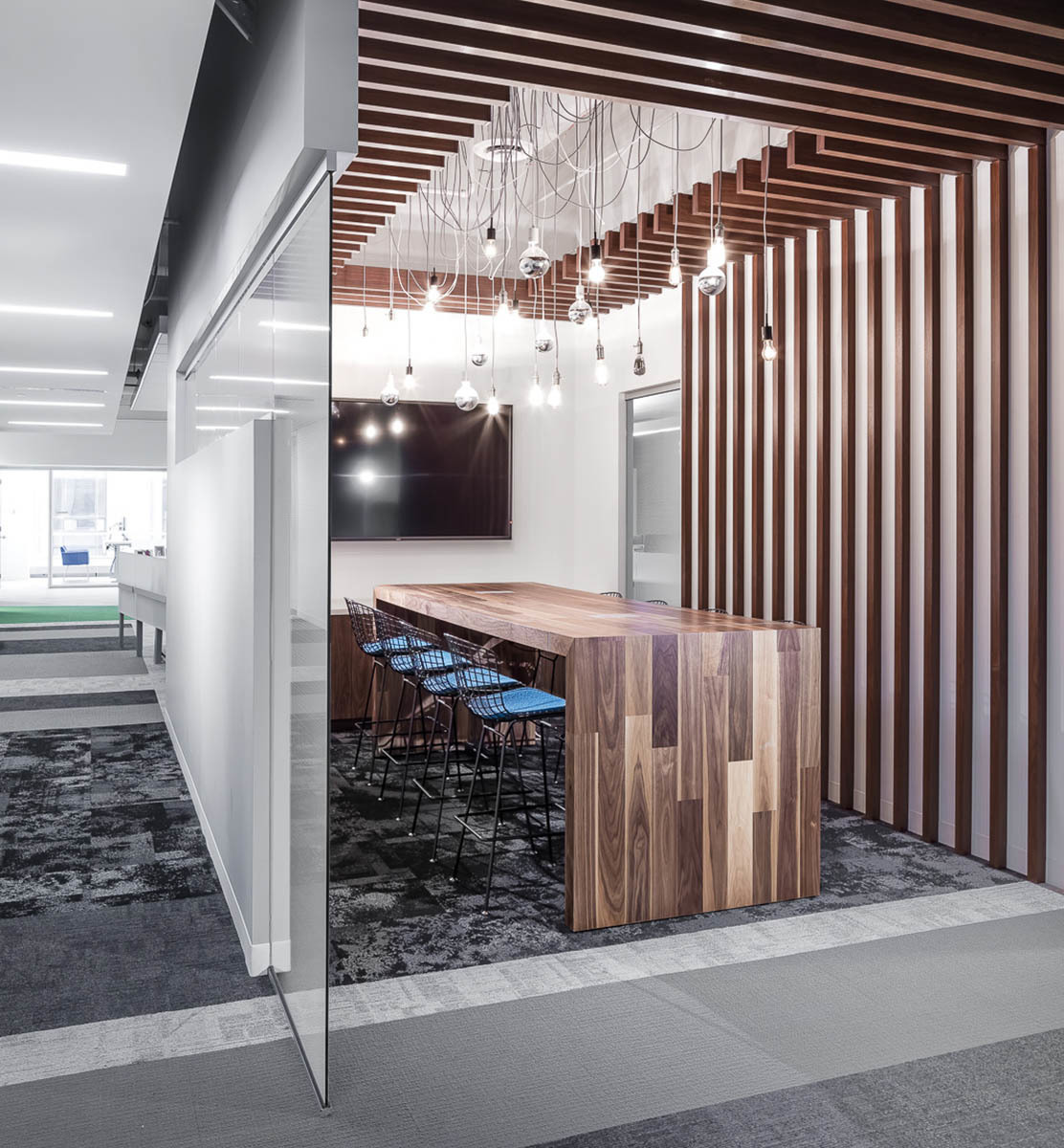 A bright and vibrant open-concept meeting room helps provide a space for open dialogue and collaboration between co-workers.