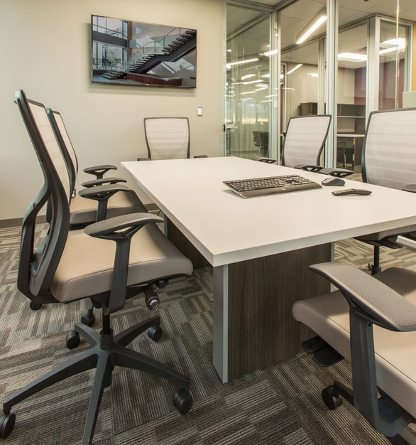 A airy and open meeting room at ISG in Bloomington, Minnesota, furnished by iSpace Environments.