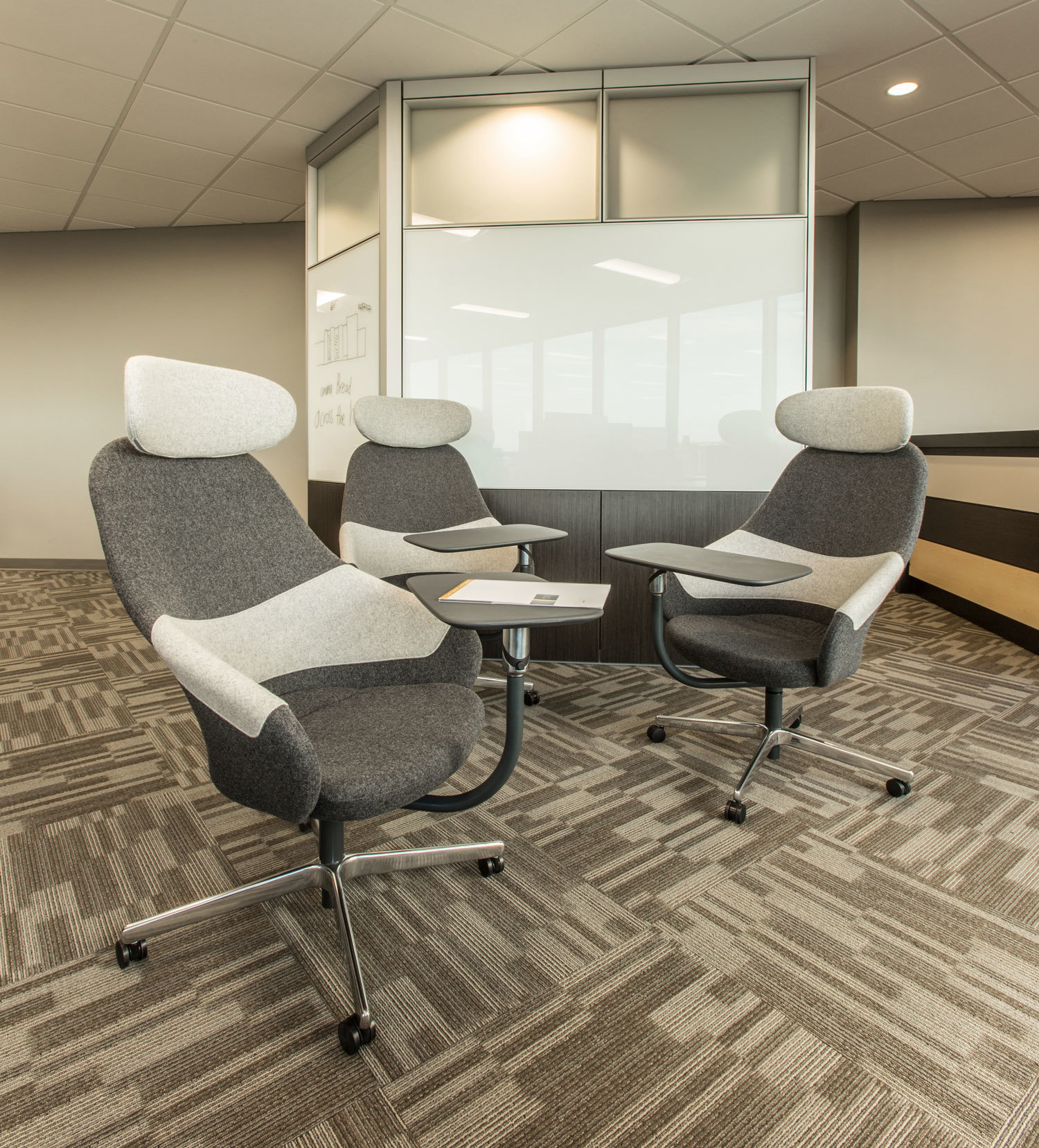 An open and creative meeting space at ISG in Bloomington, Minnesota, furnished by iSpace Environments.
