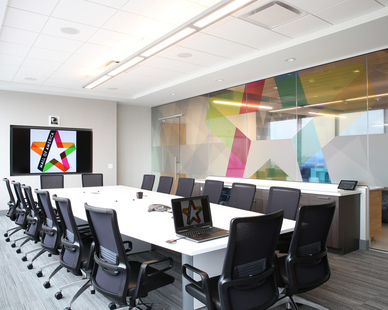 This accessible conference room creates an airy and comfortable atmosphere for collaborative work at the Mall of America in Bloomington, Minnesota, by iSpace Environments.