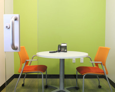 A bright and welcoming space encourages collaboration and focused work. This project was furnished by iSpace Environments at the Mall of America in Bloomington, Minnesota.