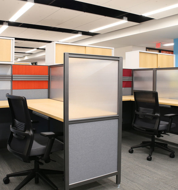 Glass desk dividers offer privacy as promotes community at the Minnesota Children's Museum in St. Paul, Minnesota, furnished by iSpace Environments.
