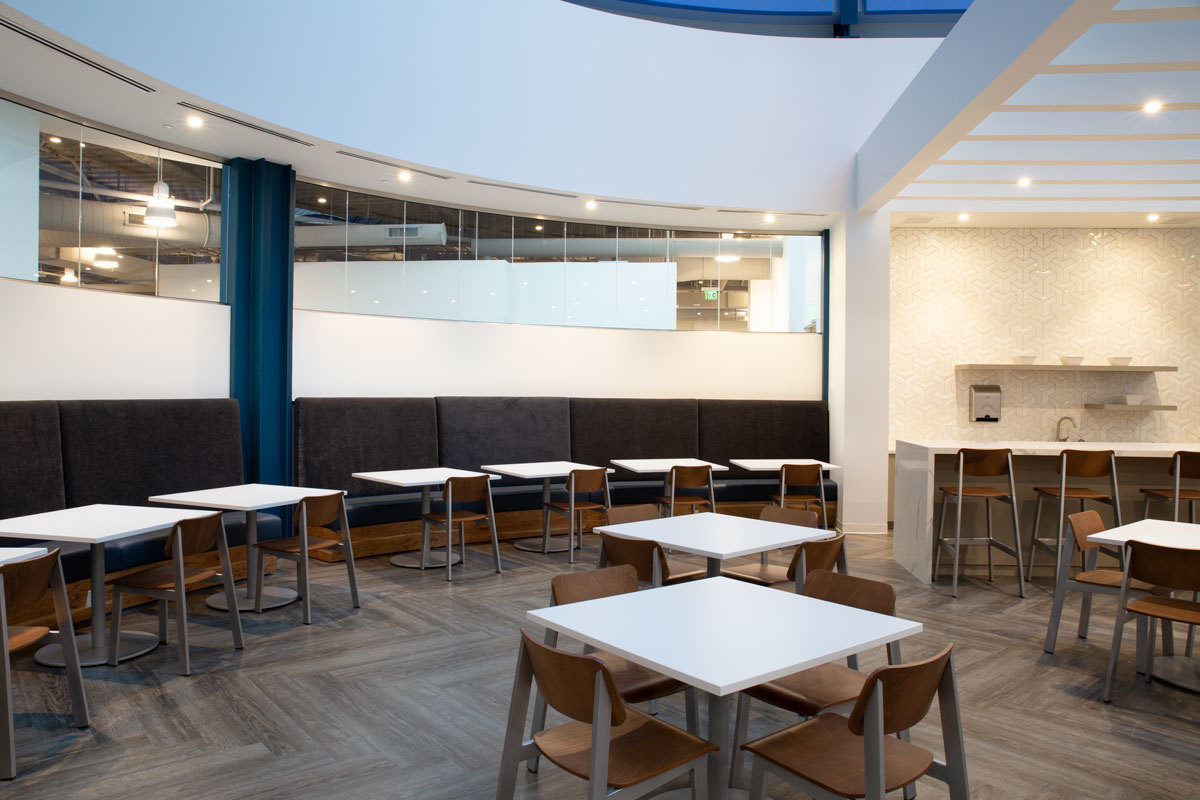 At the core of level five sits a spacious, generously lit pantry/café space with contemporary finishes offering both cozy nooks and varied height surfaces for eating, working, collaborating or socializing.