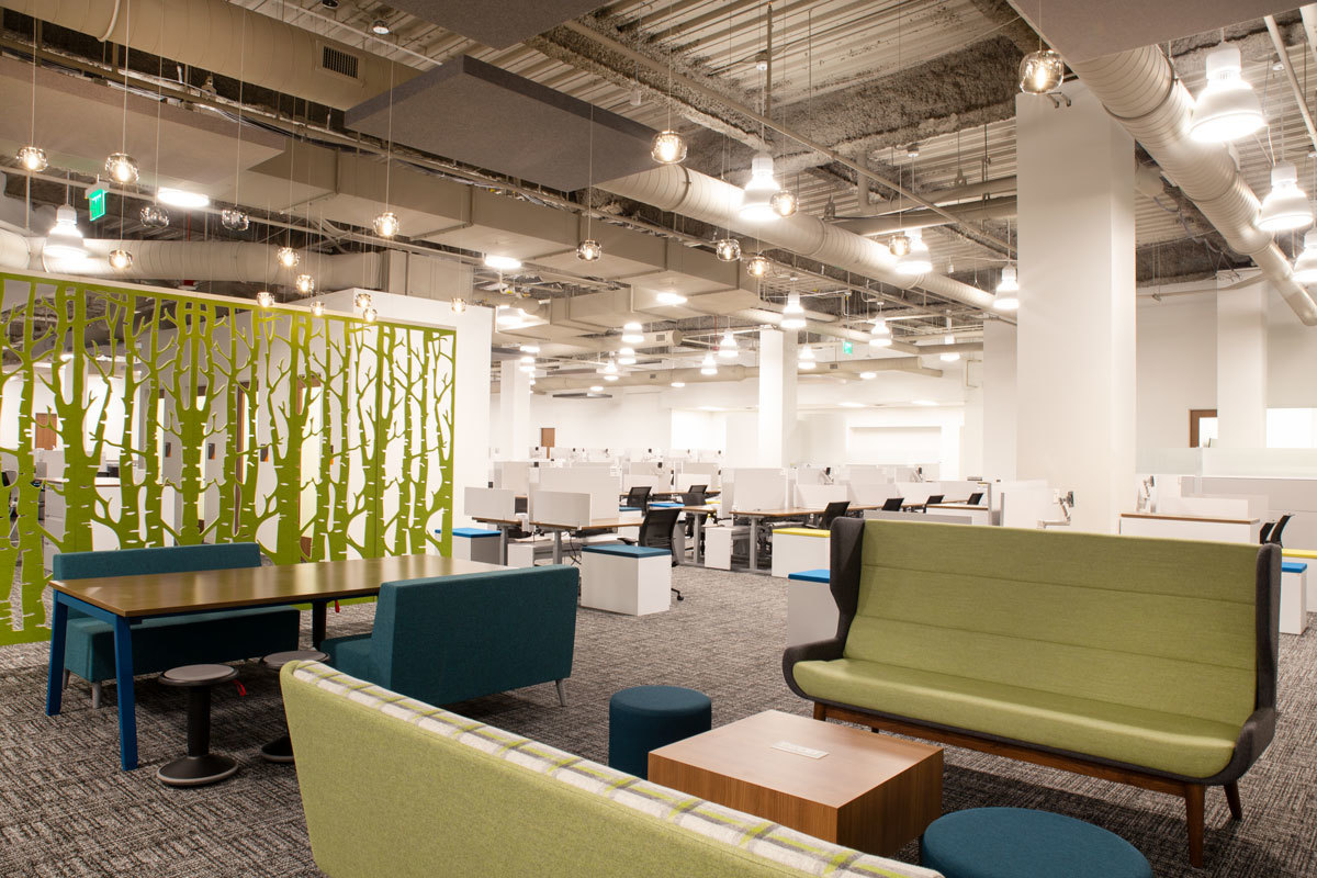 Various arrangements of soft seating and work pods can be accessed throughout the workspace, making it easy for employees to shift from desk to a more relaxed setting.