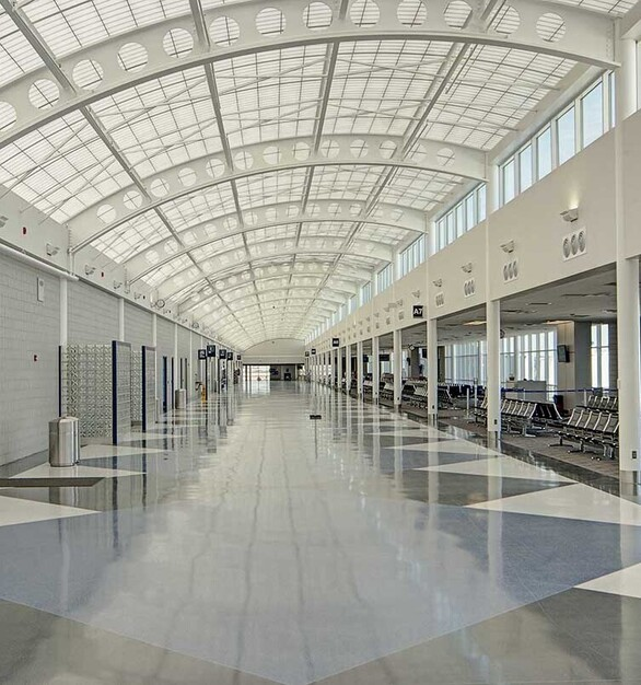 Construction took place in three phases over a 2-year period in order to allow the airport to operate with the uninterrupted operation of all flights. The Kalwall Skyroof significantly contributed to this effort, as systems are pre-engineered and factory pre-fabricated for rapid installation. This speeds the construction process, lowers costs, and results in leakproof, trouble-free installation.