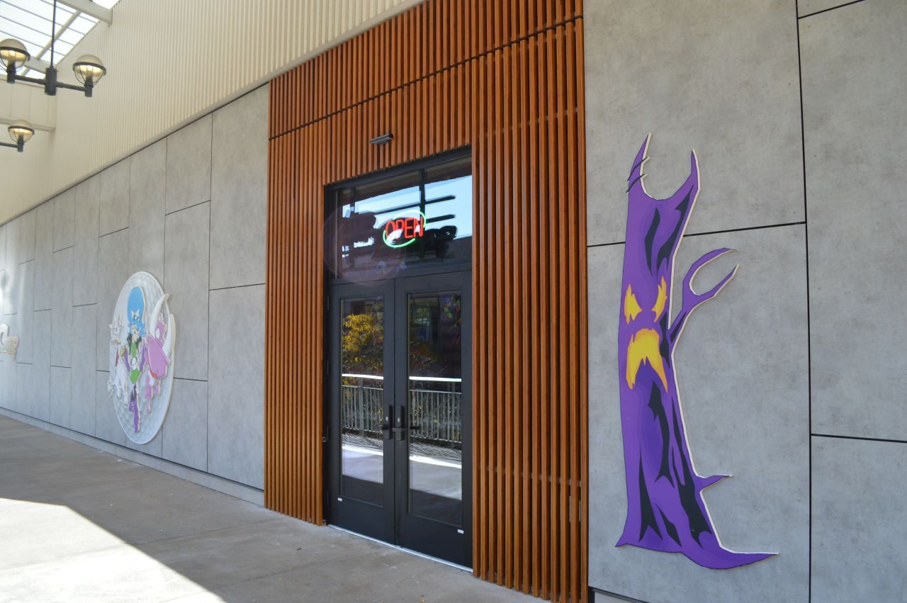 Monster Mini, located at the Ridge Hill Shopping Center in Yonkers, New York, features Lamboo® Elements™ - Screen Wall Accents.