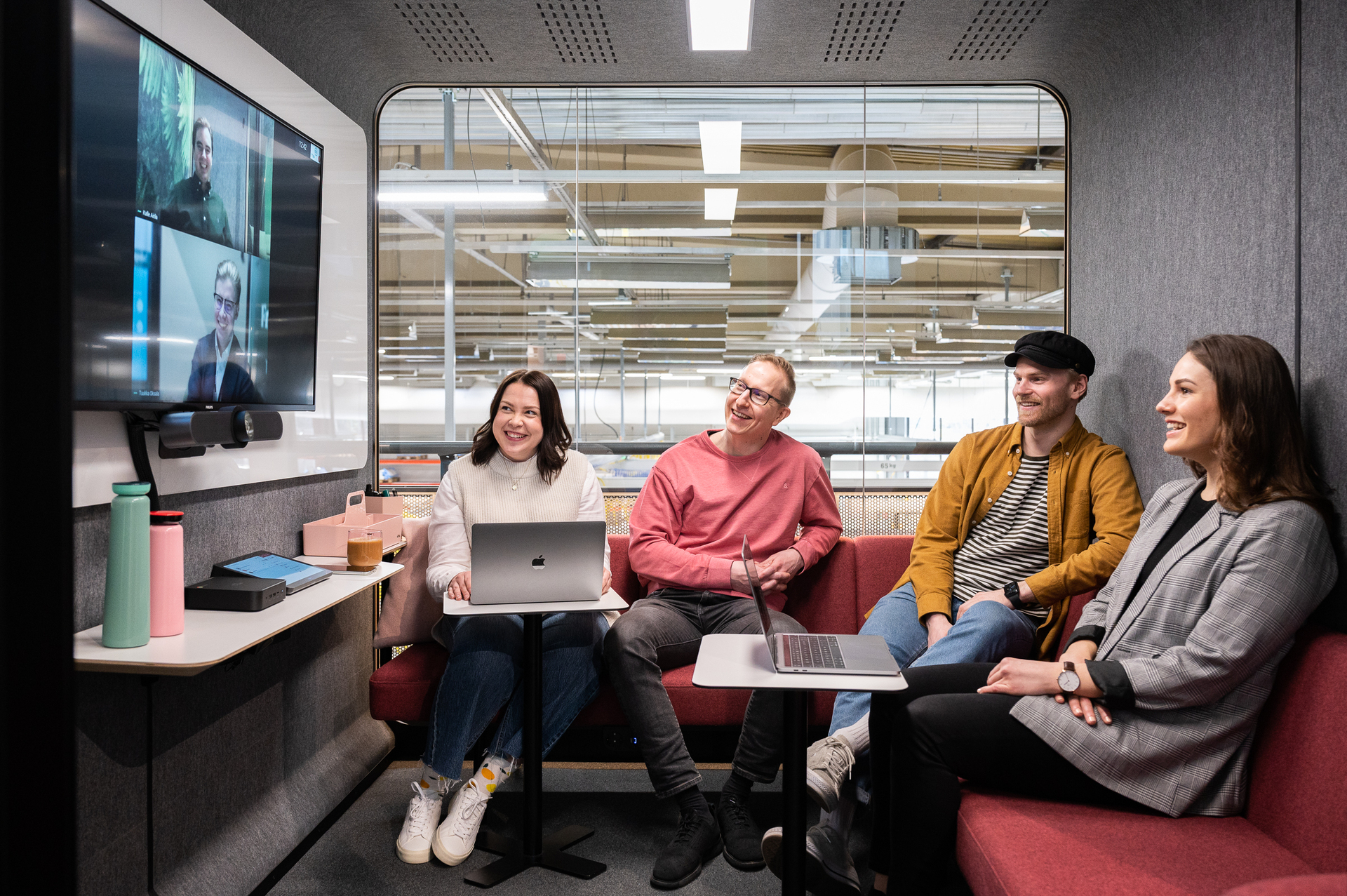 Framery 2Q Lounge interior layout provides a more casual environment for company meetings, a calm space to retreat to during the workday, or an area for socialization. Custom-designed Clint Sofa, large whiteboard, free-standing Piaggio table and a wall shelf make up for a functional yet relaxed setting. The adjustable airflow and lighting create a happy atmosphere to work in. Additional options include, for example, a display bracket on the wall for a TV or a booking system ready option for the door for reserving the pod.
