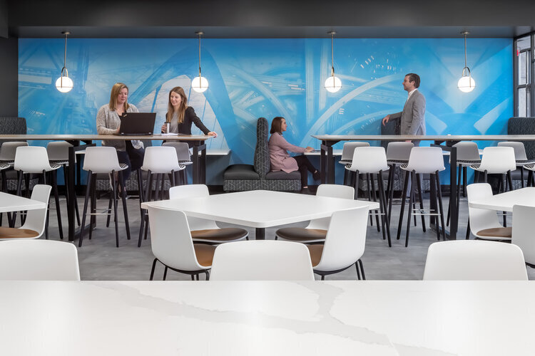 The functional, modern and clean office lounge area at SRF Consulting Office is the perfect space for colleagues to work and brainstorm. The booths, white chairs and trendy lights complete the space.