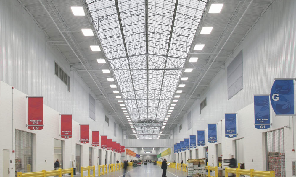 The world's largest fully-enclosed, fully-refrigerated wholesale produce terminal features a large daylighting system to allow natural light to flood the warehouse.