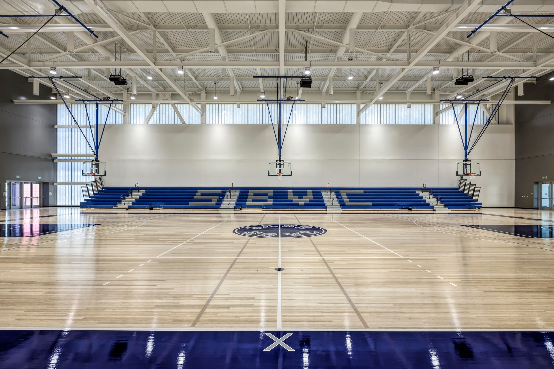 Meteor's iconic high ceiling products illuminate this mix-use gymnasium at the San Bernadino Valley College