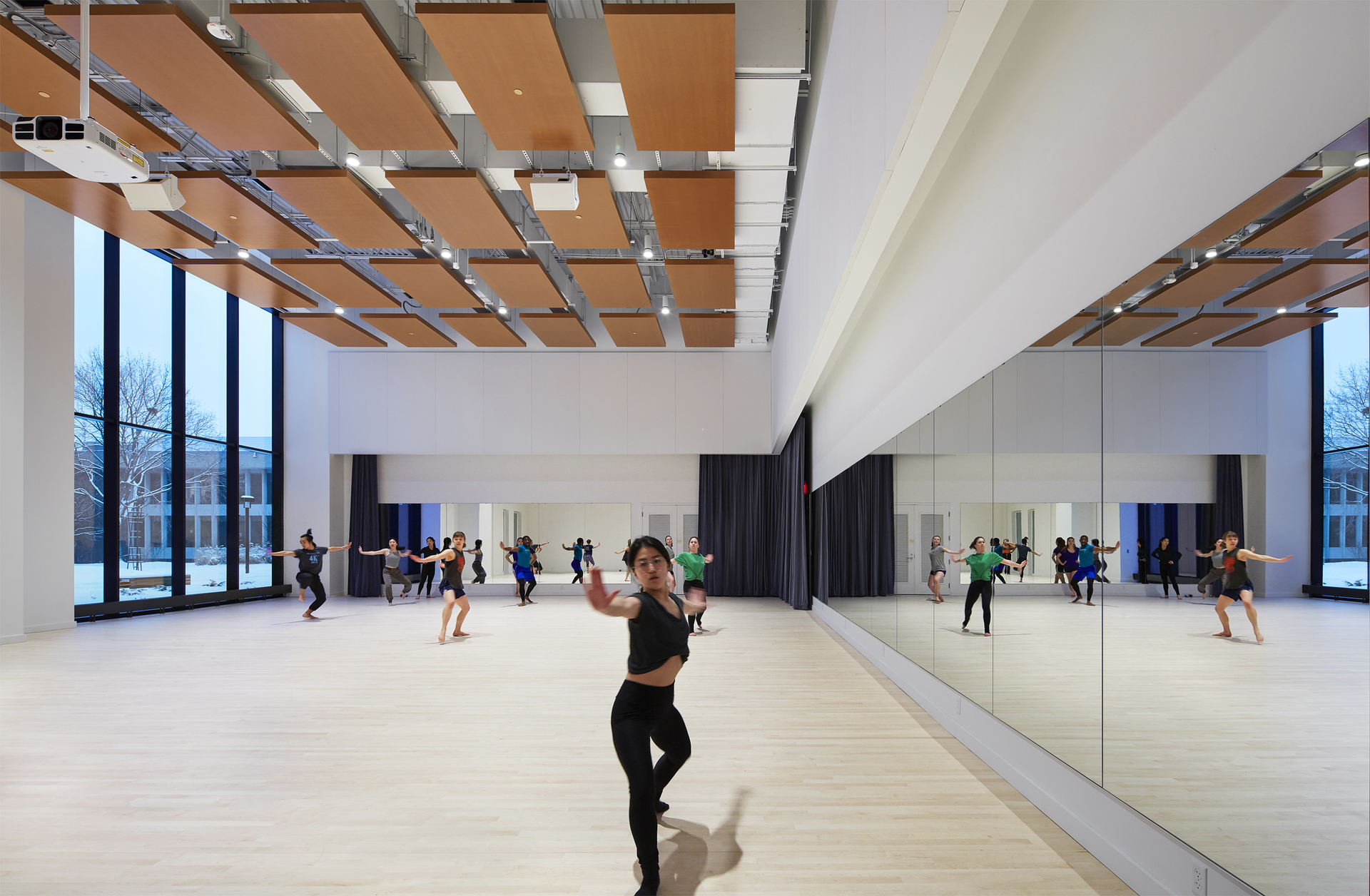Macalester College's new Theater and Dance building is part of the Janet Wallace Fine Arts Center (JWFAC) renovation project. Over 125 of our Atria 4 cylinders are used to illuminate the entire building. Including this 2,400-square-foot Fox Dance studio.