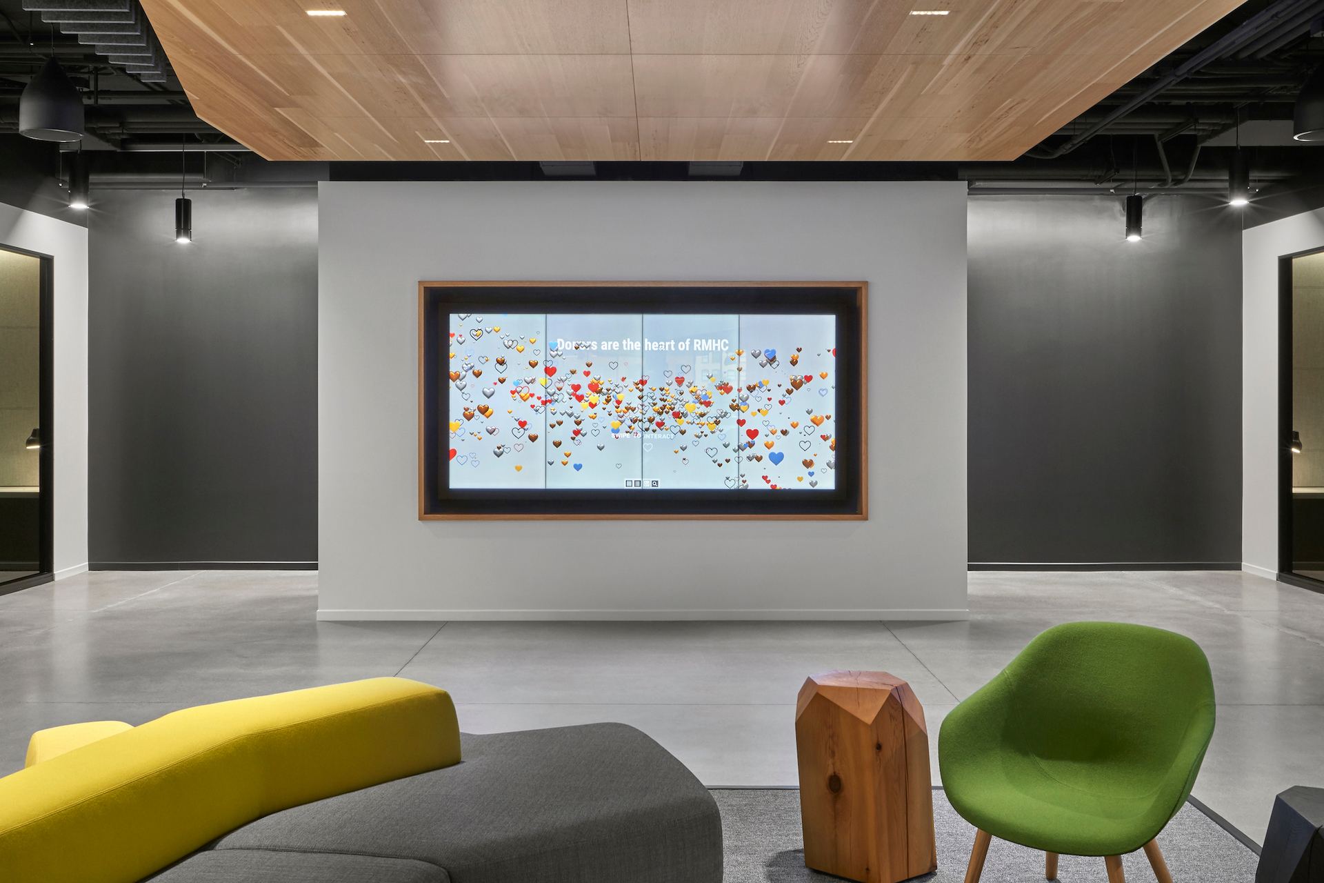 A relaxing and spacious common area at the McDonald's Headquarters in Chicago, Illinois, featuring Atria 4 architectural indoor luminaire by Meteor Lighting.