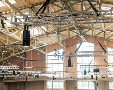 Packing a 25,000 lumen package, the Atria 10 is the most powerful 10-inch cylinder in the market capable of reaching up to 75 ft. mounting heights. This luminaire features our most powerful light engine core and debuted at Lightfair 2018.