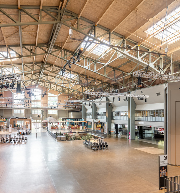 Bright and spacious. The Seattle Center Armory features our powerful Atria 10 high ceiling cylinder. Suited for a wide range of applications including schools, offices, colleges, auditoriums, and convention centers. Compatible with our proprietary Colorflip Tunable White Technology, this luminaire can be color tuned from 2700 K - 6500 K.