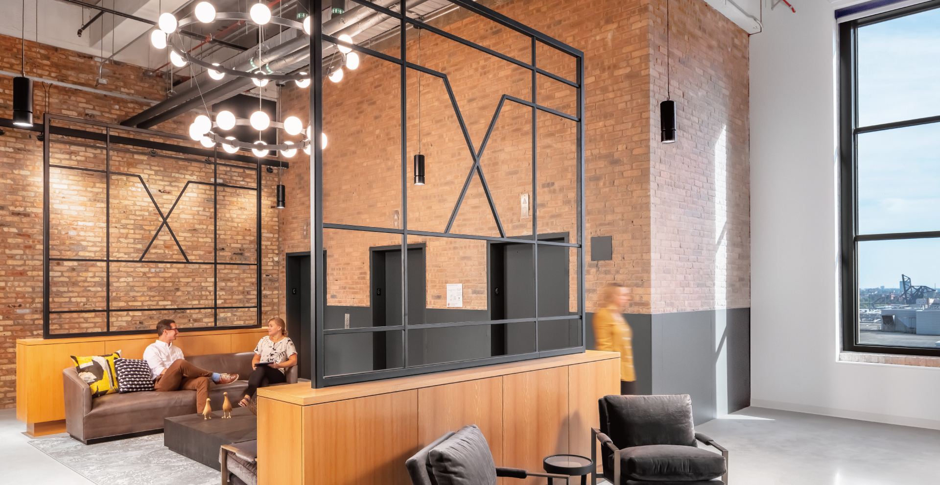 Ferrara Candy Company's new HQ space is located in Chicago's Old Post Office building in downtown Chicago. The building was listed on the National Register of Historic Places in 2001, and inspiring this space are our Atria 4 and Signum 8 cylinders.