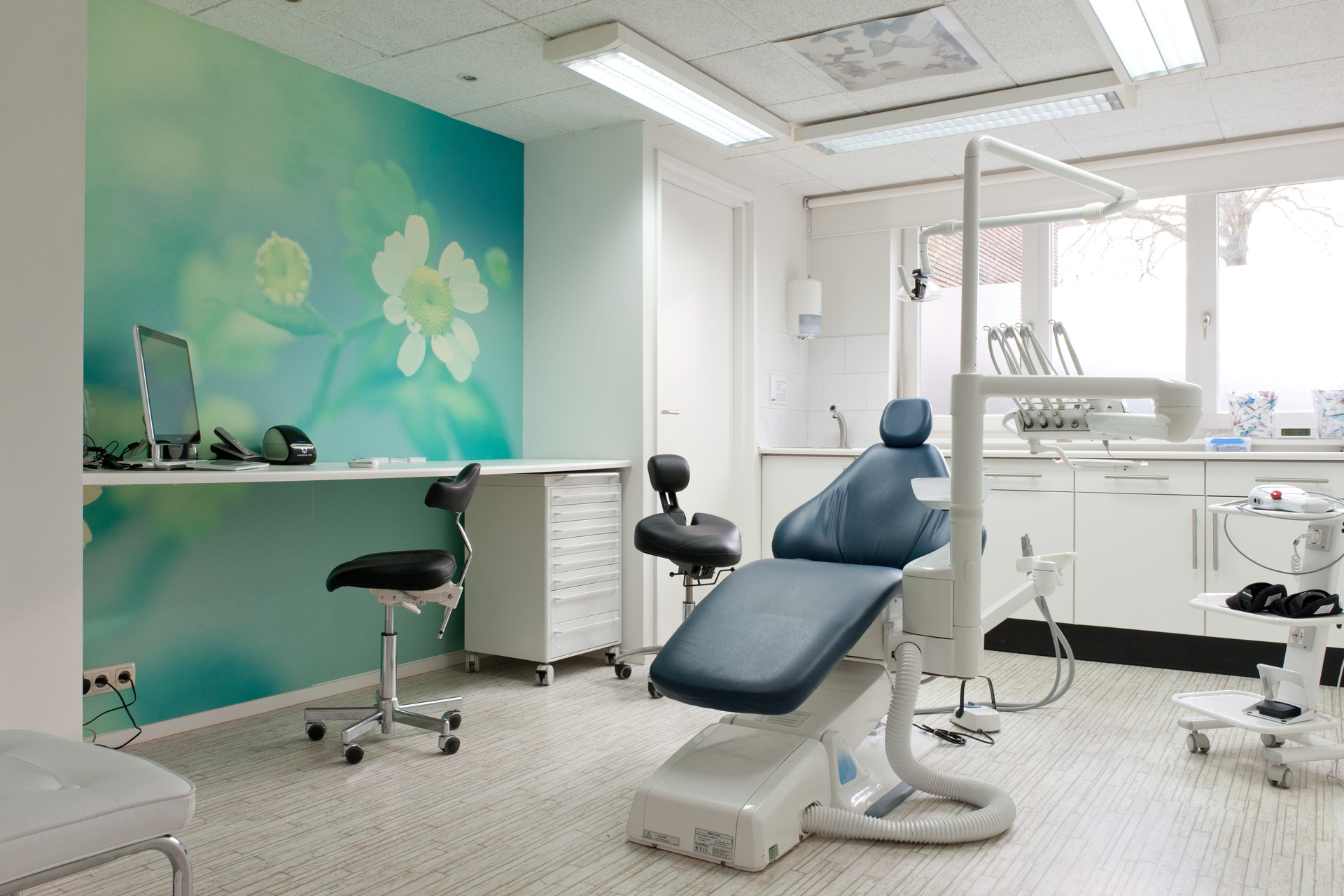 This floral wall mural by Murals Your Way creates a calm and comforting environment for any dental exam room.