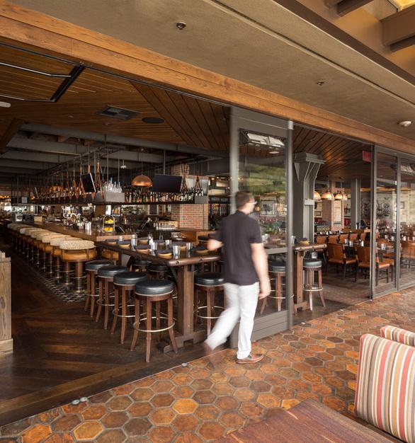 NanaWall Meat on Ocean HSW60 Restaurant Dining Space