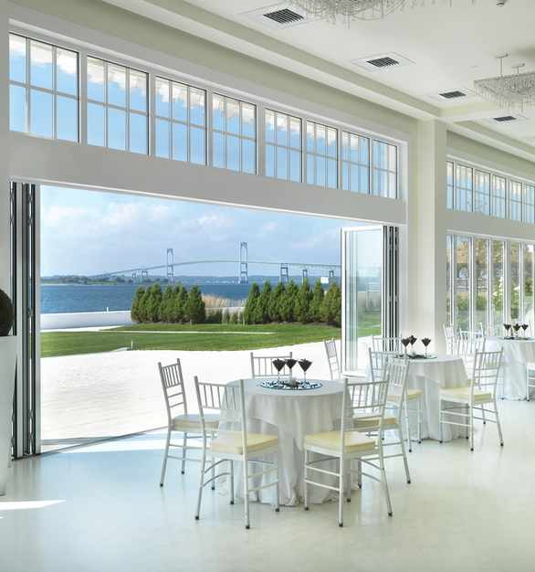 Bringing natural beauty directly into the beautiful space, NanaWall's SL70 system provides a sophisticated and manageable solution for transitioning between open-air and enclosed events. The glass wall helps create a dramatic facility that fully capitalizes on the breathtaking ocean views.