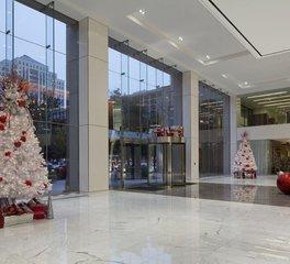 Natura 100 Congress Avenue Lobby Holiday Decor