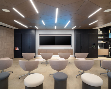 New York DIRTT Experience Center photo showing a classroom built using DIRTT custom modular interior solutions.