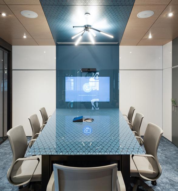 New York DIRTT Experience Center photo showing a meeting room built using DIRTT custom modular interior solutions.
