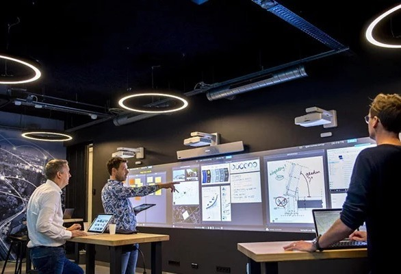 Add more interactivity to your meeting rooms or learning spaces with the Nureva Wall. Its huge surface offers precise 40-point multitouch and highly flexible configurations – plus it's ideal for use with Span Workspace and all your applications.