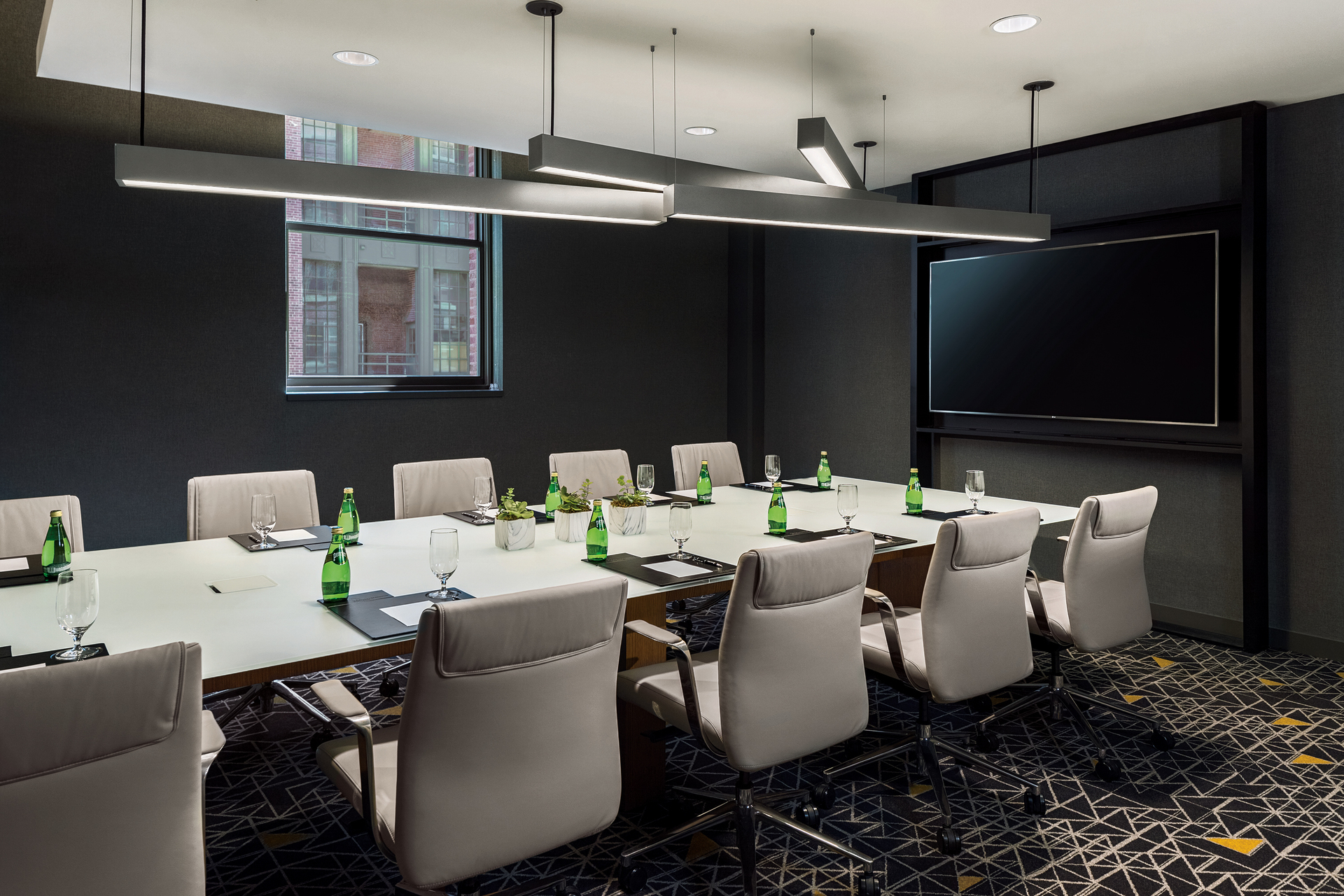 Additional custom OCL fixtures can be found punctuating hallways and meetings rooms throughout the hotel.