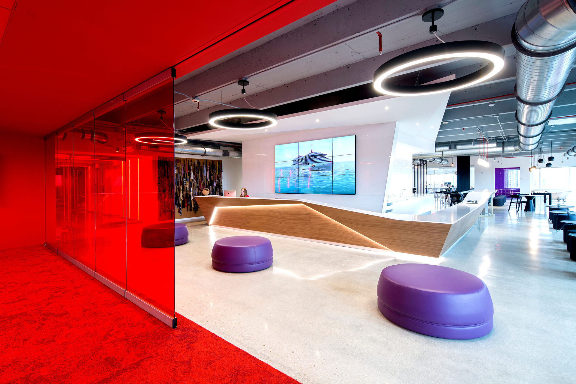 An open office space design with a modular glass wall that separates the open meeting areas with the conference room. The Solo™ Pendant by OCL was used to illuminate the reception area.