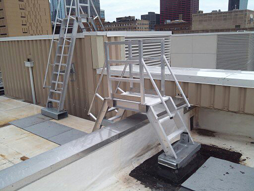 The model 522 ship ladder by O'Keeffe is a lightweight and maintenance-free aluminum construction.