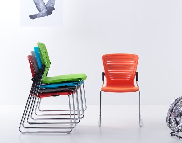 The unique articulating chair top of the OM5 Active Series, allows for subtle comfort during collaborative work.