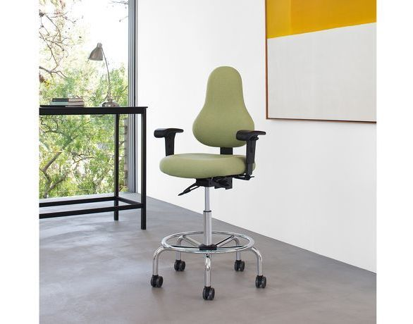 The Discovery Back Series by OM Smart Seating, features a supremely comfortable ergonomic backrest shape that allows for a full back ''stretch'' and avoidance of scapular impedance.