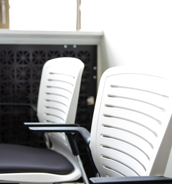 The OM5 Active's beauty is in the way the chair adjusts to the user and it's design simplicity.